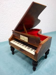 Music box miniature pianoforte of wood