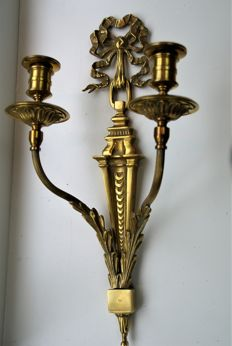 Stylish bronze antique Louis Seize style wall two armed candlestick, 1920 England - applique decorated with ribbon - and acanthus motives