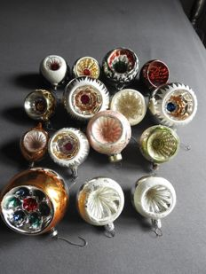 15 antique dented glass Christmas baubles in good condition. 4-8 cm