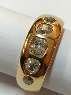 Yellow gold ring with diamonds The five diamonds have a total estimated weight of 0.90 ct - Italian size 12.5