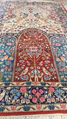 Beautiful Pictorial Semi Antique genuine Hand knoted Persian Kirman carpet from Iran (signed). 150,000- 200,000 knots/m², soft wool with attractive vegetable dyes, 250 cm x 150 cm ( + - 1960 ) , TOP