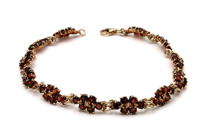 Bracelet 18 kt yellow gold with garnets, length: 20 cm