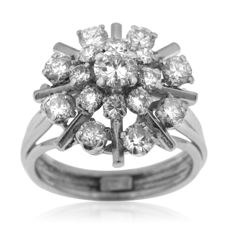18kt White gold diamond 'Entourage' ring, as new. Ring size: 51-16.1-L (UK)