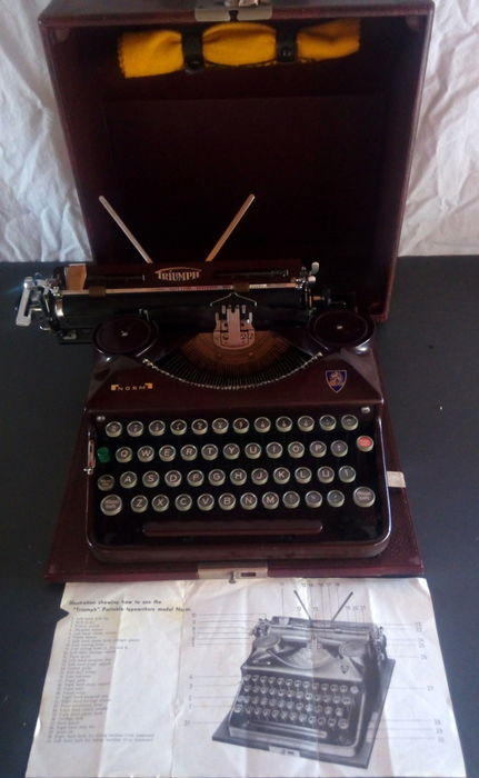 """Triumph"" Portable typewriters model standard. 1930/36"