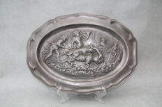 Heavy pewter (tin) wall plate with hunting scene, marked -France - 19th century - 36 cm / 1.145 kilos