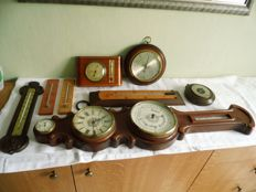 Lot with four barometers, four thermometers