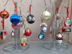 18 old baubles and figures - glass