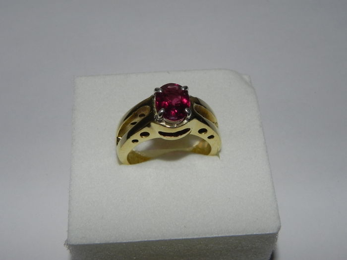 Gold, 14 kt - 2.10 ct rhodolite - weight: 8 grams - size 16 (IT)