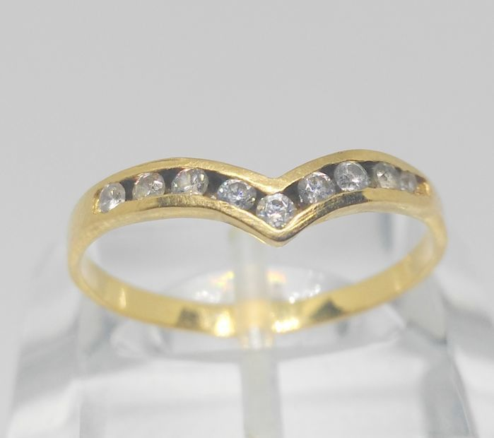 18 kt yellow gold ring with zirconias, maat: 18,5