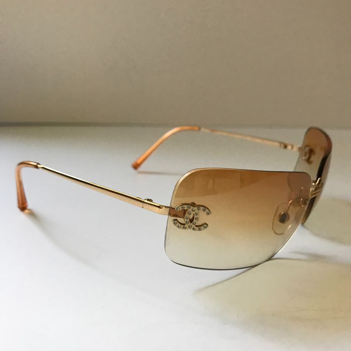 136652a159d5 Chanel - Vintage sunglasses - Ladies - Catawiki