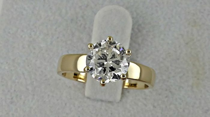 2.01 ct round diamond ring made of 14 kt yellow gold - size 7