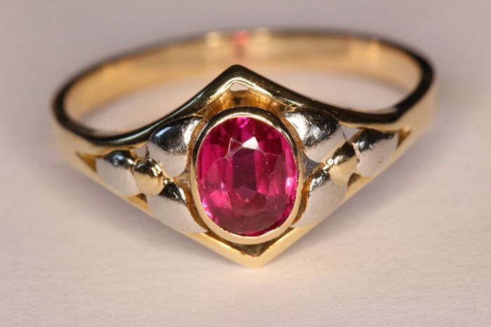 Art Nouveau Ring In 18kt Yellow And White Gold Set With A Ruby