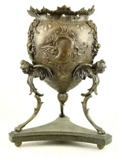 Metal vase / table piece on three legs - Germany, 2nd half of 19th century