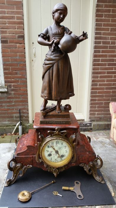 French mantel clock - approx.1890 - Statue is made of zamak