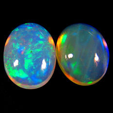 Lot of 2 white Opals With Rainbow Flashing  - 2.42 ct (2)