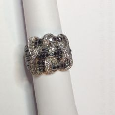 Ring in 18 kt white gold with a weight of 11.80 g and 1.53 ct Natural-cut diamonds