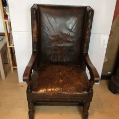 Oak gentleman's chair with weathered leather - ca. 1900