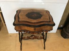 Willem III walnut sewing table with intarsia on lid - the Netherlands, c. 1880