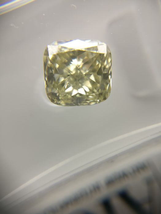 1.38 ct Radiant cut diamond Fancy Greenish Yellow SI1
