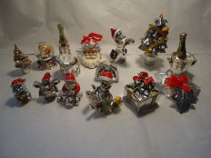 15 figurines plated in silver