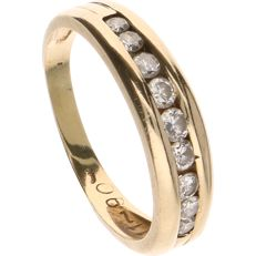 14 kt Yellow gold ring set with nine brilliant cut diamonds of approx. 0.20 ct in total - Ring size: 18 mm.