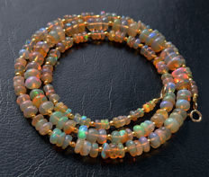Welo fire opal necklace - 18 kt gold clasp - 46.8 ct, total length 49.2 cm