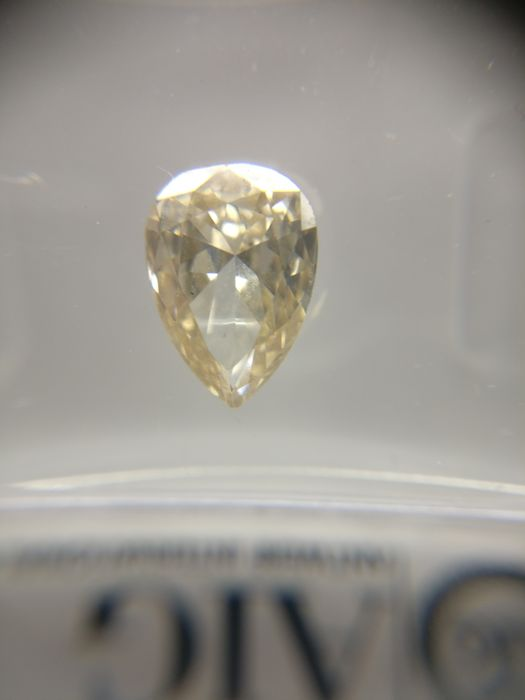 1.01 ct Pear cut diamond Fancy Light Yellow Brown VS1