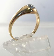 Yellow gold ring with 0.25 ct diamond