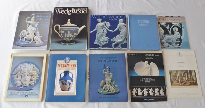 Lot with 7 Wedgwood books - collective works