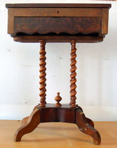 Mahogany jewellery cabinet on 4 twisted legs, Belgium, 1st half 20th century