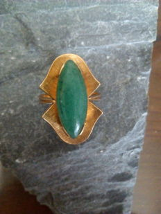 18 kt gold ring of 6.5 g in weight with central green quartz - Ring size: 17 mm (interior diameter)