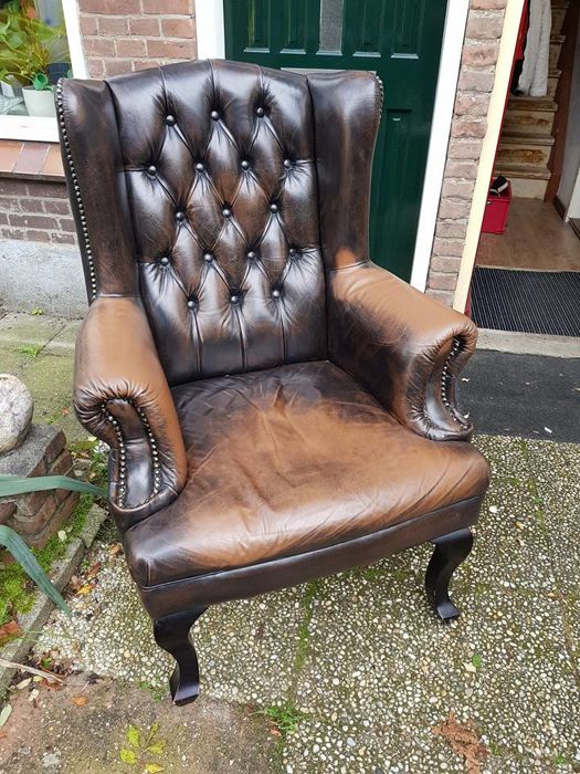 Brown leather Chesterfield style armchair, second half 20th century