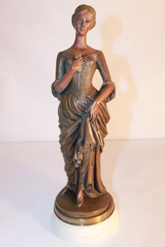 Sculpture - Charming lady in historical costume - Second half of the 20th century