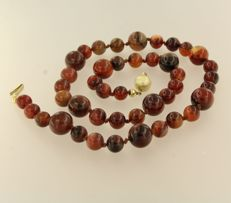 14 kt yellow gold clasp on a brown agate bead necklace, 45 cm long