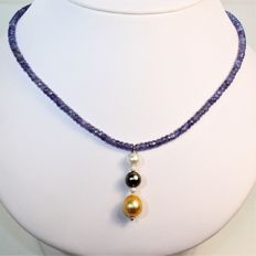 Necklace of faceted Tanzanites and South Sea cultured pearls, Ø 7 to 11 mm