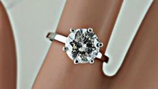 2.05 ct round diamond ring made of 14 kt white gold - size 6