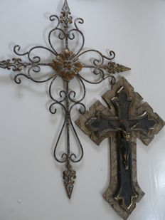Large crucifix covered with mother of pearl celluloid and copper corpus, and iron cross