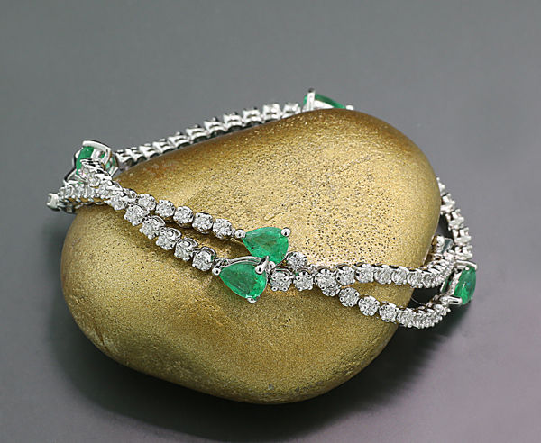 Emerald brilliant strap 2.45ct in total - 750 white gold - approx. 18.5cm long *no reserve price!*