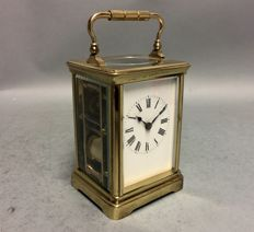 Carriage clock with striking mechanism on a gong - England - Period 1900