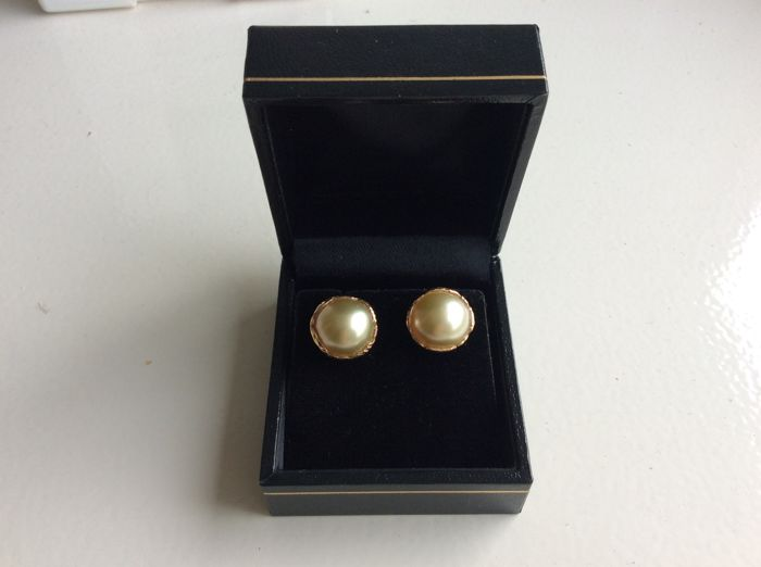 Anouschka Verhagen - Gold South Sea pearl 13 mm earrings