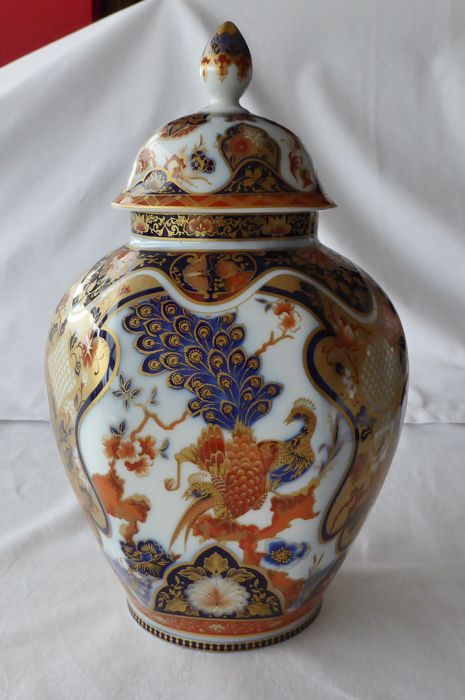 Kaiser Yokohama vase with dome-shaped lid