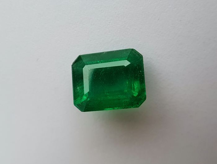 Green Emerald - 4.08 ct