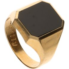 14 kt - Yellow gold signet ring set with black onyx - Ring size: 20 mm