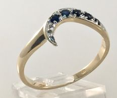 Yellow gold 14 kt ring with sapphire set in white gold