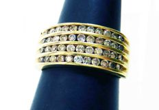 14 kt gold band ring with 1.1 ct of diamonds – including certificate – ring size 17.7