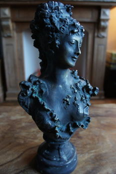 Art Nouveau-style large bronze bust of a woman, late 20th century