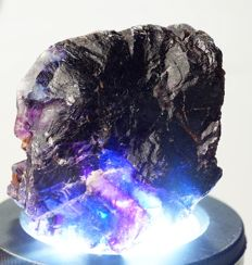 Namibian Multicolor super Fluorite with amazing phantoms - carving grade - 6,2 x 5,0 x 4,2 cm - 155 gm