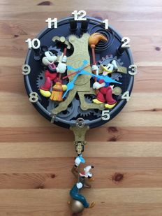 Disney, Walt - Singing & Musical Clock - Donald Duck + Mickey Mouse + Goofy - The Clock Cleaners (1990s)
