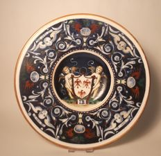 Italian Majolica decorative plate with Cherub heads and Angels