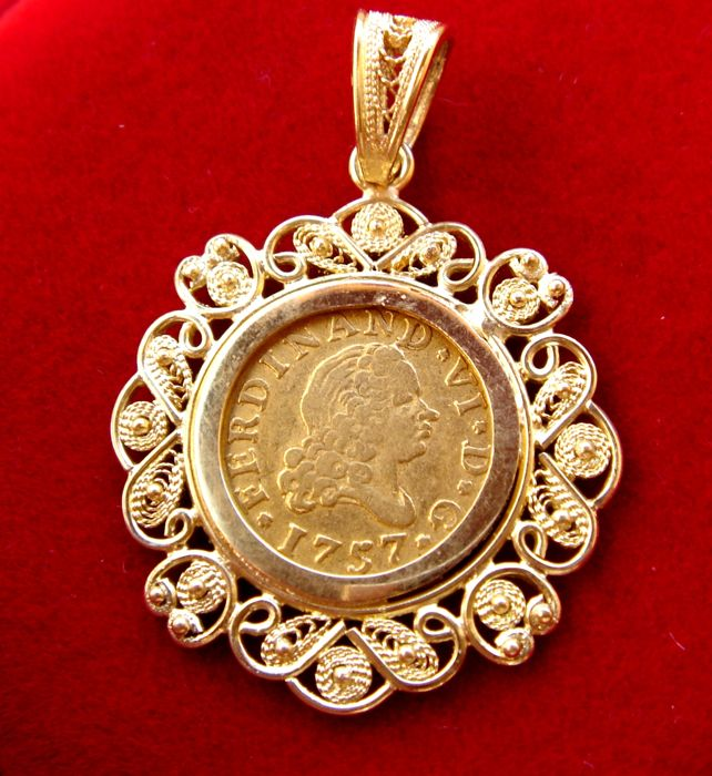 Spain - Fernando VI (1746–1759), 1/2 escudo in gold - 1757 - Madrid. 18 kt gold pendant - Total weight: 5.40 grams